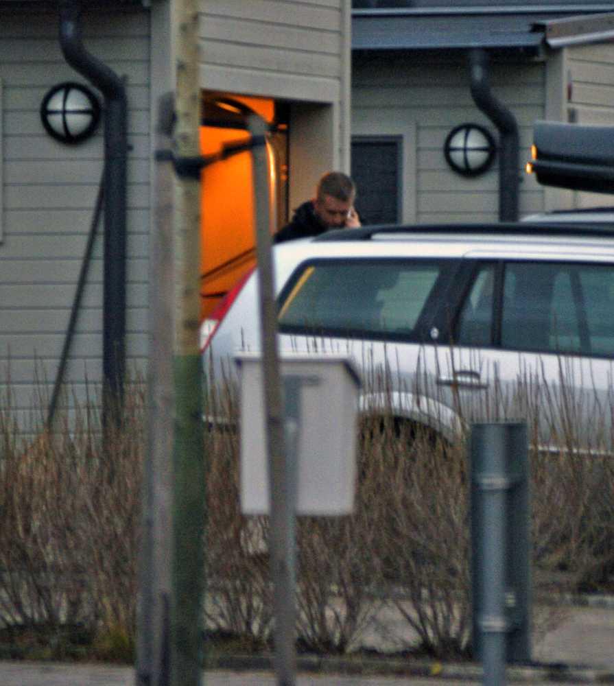 HIttade stor summa Vid en husrannsakan mot parets bostad gjorde polisen ett fynd på 400 000 kronor som hade gömts undan i kartonger och påsar.