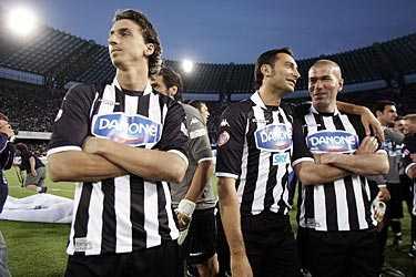 Zlatan på plats. Zlatan Ibrahimovic var med i hyllningsmatchen där Maradona för första gången på 14 år var tillbaka i Neapel.