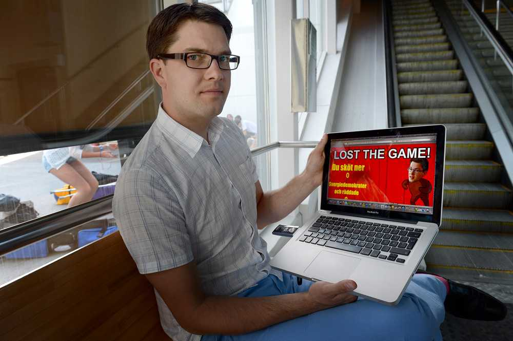 """""""Ibland undrar jag vad man håller på med"""" Sverigedemokraternas partiledare Jimmie Åkesson är omskakad av onlinespelet som går ut på att döda honom. """"Obehagligt,"""" säger Åkesson, som inleder Almedalsveckan i Visby med sitt tal på söndagen."""