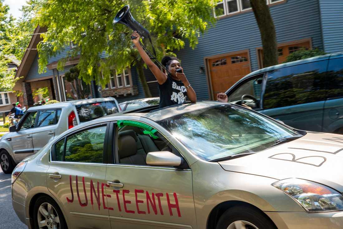 Två människor har dödats och sju skadats i samband med en skjutning under en gatufest för att fira minnesdagen Juneteenth, i staden Charlotte i North Carolina i USA. På bilden visas Juneteeth-firande i delstaten Michigan.