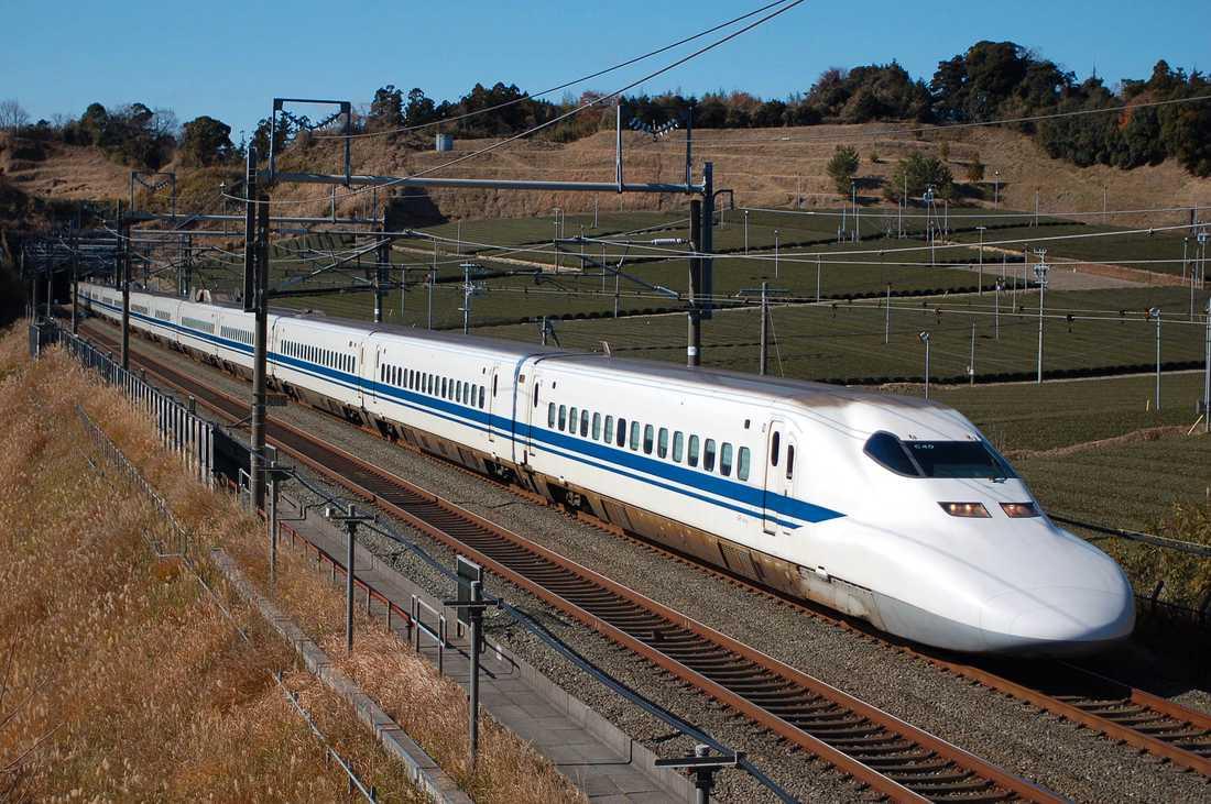 Shinkansen 700-serien har en toppfart på 340 km. Trafikerar i Japan