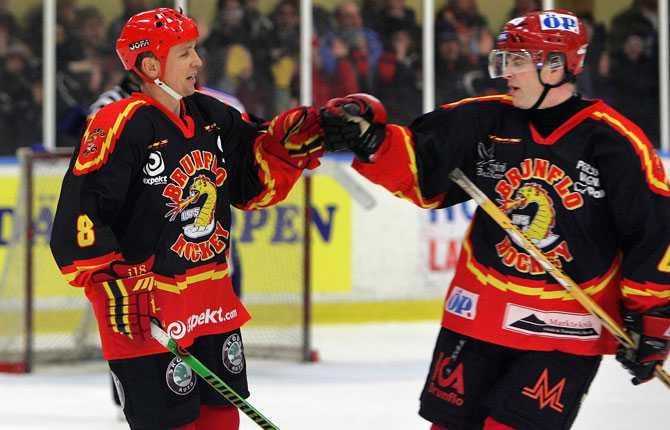 Precis som Krutov gjorde Larionov en sväng i de lägre svenska hockeydivisionerna. 2006 spelade spelgeniet med Brunflo i division 1.