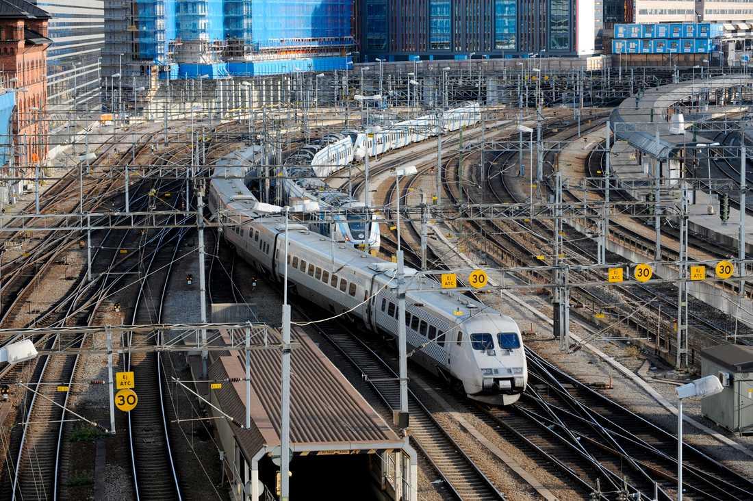 På kort tid kan antalet järnvägstekniker halveras i Sverige på grund av den höga medelåldern i branschen. Inom fem år väntas en stor andel gå i pension. Arkivbild.