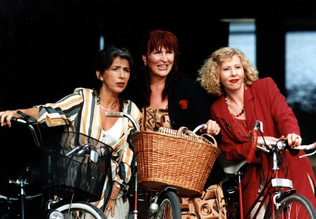 """Komedin """"Stannar du så springer jag"""" från 1995.Basia Frydman, Kim Anderzon och Pia Johansson."""