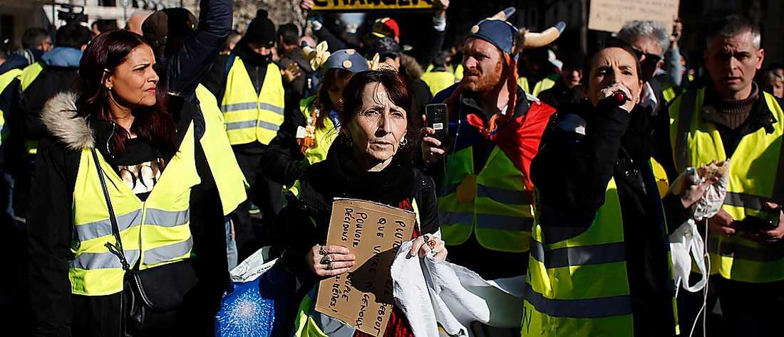 Gula västarnas protest mot orättvisor och underordning är värd att lyssna på, menar Olle Svenning.