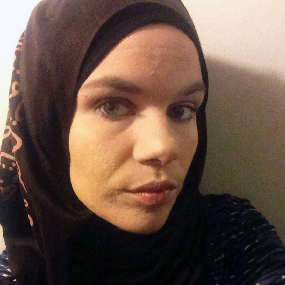 Carolina Farraj har blivit knuffad och spottad på gatan – för att hon är muslim.
