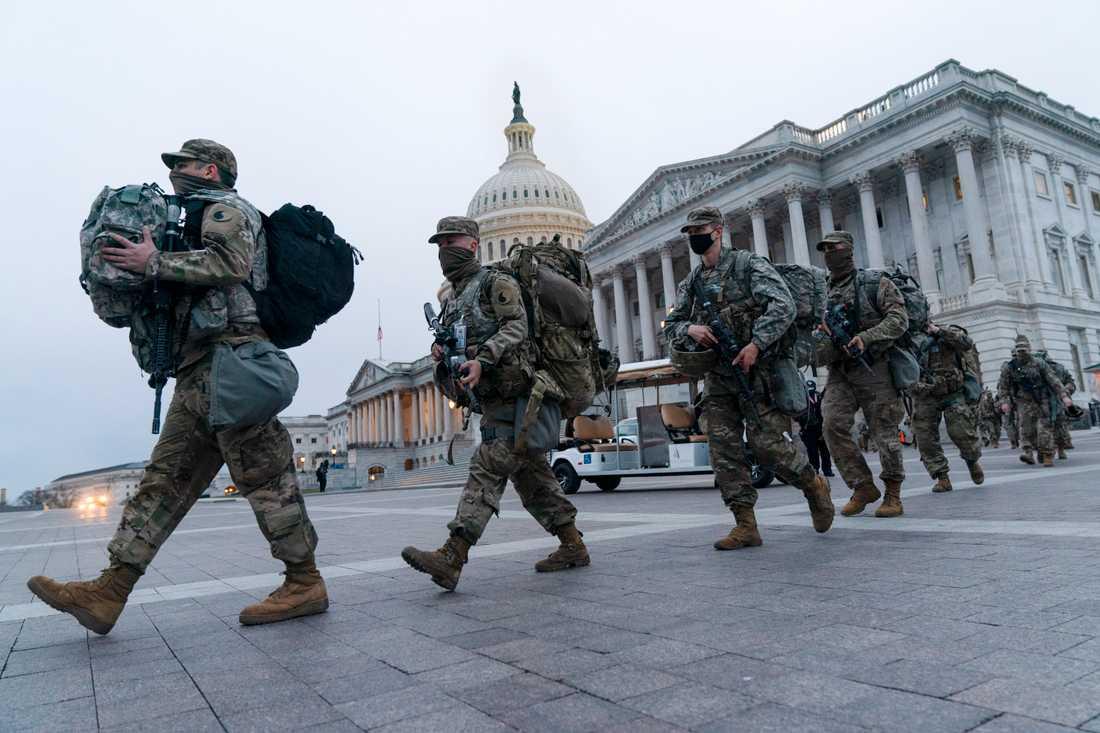 Soldater ur nationalgardet vid Kapitolium i Washington DC.
