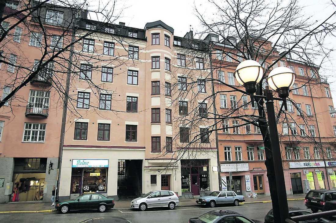 """GJORDE TRIANGELBYTE Genom ett triangelbyte och kontakter inom fackrörelsen kunde Wanja Lundby Wedin byta till sig en 160 kvadratmeter stor paradvåning i centrala Stockholm. """"Inte så konstigt"""", sa LO-basen då."""