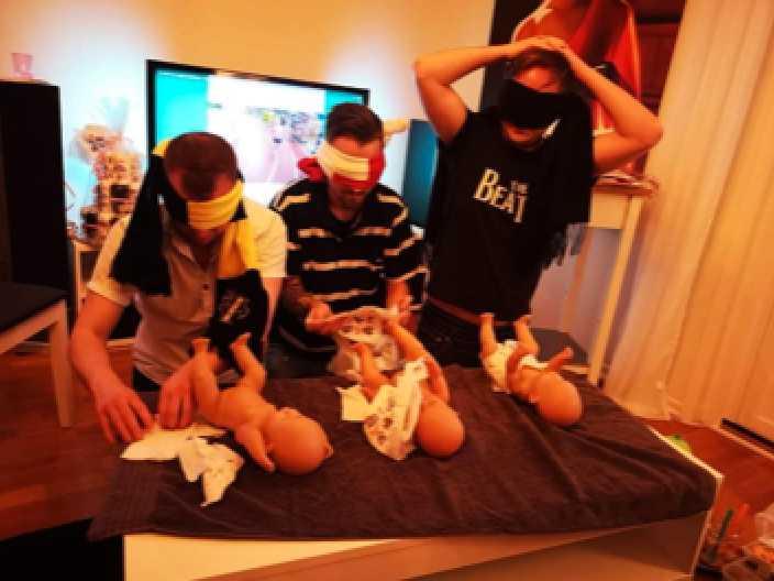 De lekte olika lekar som hör babyshowers till.