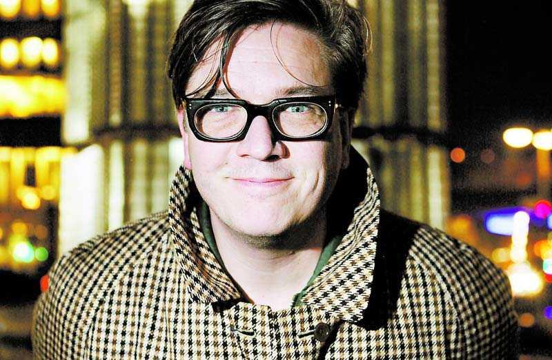 """""""När vi nu ser vilket oerhört intresse den här filmen renderar i USA, hur de verkligen älskar den, så känns det ju liksom ... som en felsatsning"""", säger Alfredson om att hans film inte blev Sveriges Oscarsbidrag."""