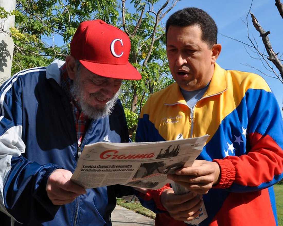 Hugo Chavez med Kubas president Fidel Castro. De två var goda vänner.