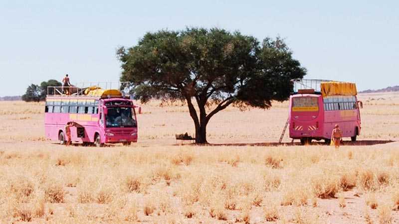 Under bussresan levde Linda tillsammans med 70 främlingar.