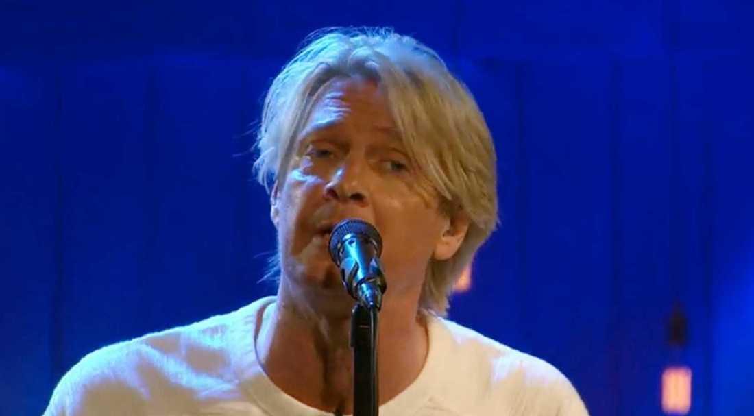 """Tommy Nilsson sjunger """"I den stora sorgens famn"""" ."""