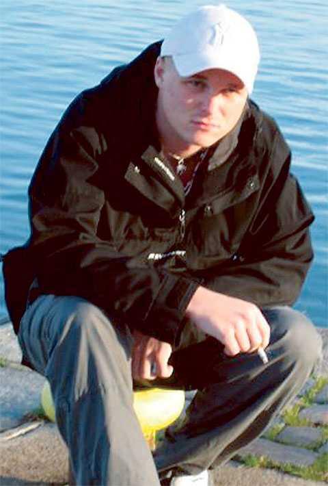 Fick syrebrist i hjärnan 15 poliser var med vid ingripandet som leddet till Johan Liljeqvists död – och alla gick fria. I går beslöt vice åklagare Bo Lindgren att återuppta undersökningen och medger att han har missat att hålla viktiga förhör.