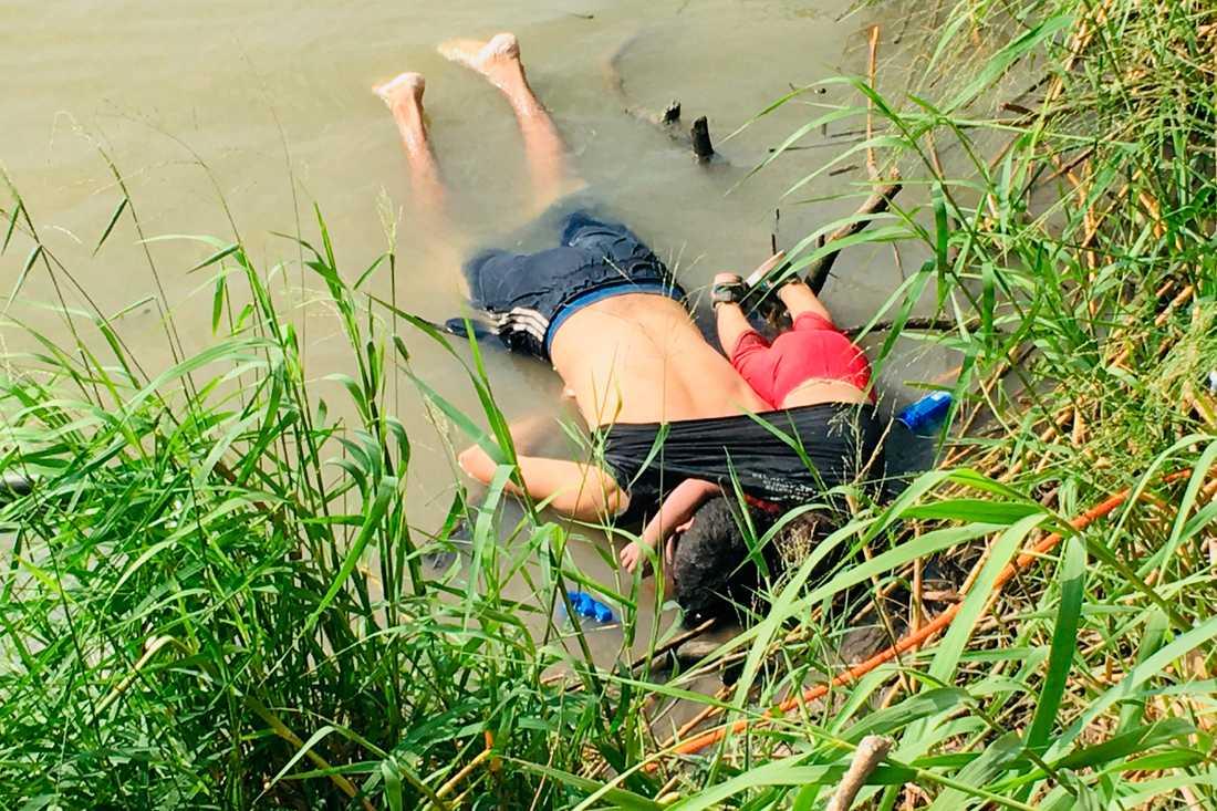 26-årige Óscar Alberto Martínez Ramírez och dottern Valeria hittades drunknade i närheten av den mexikanska gränsstaden Matamoros i måndags.