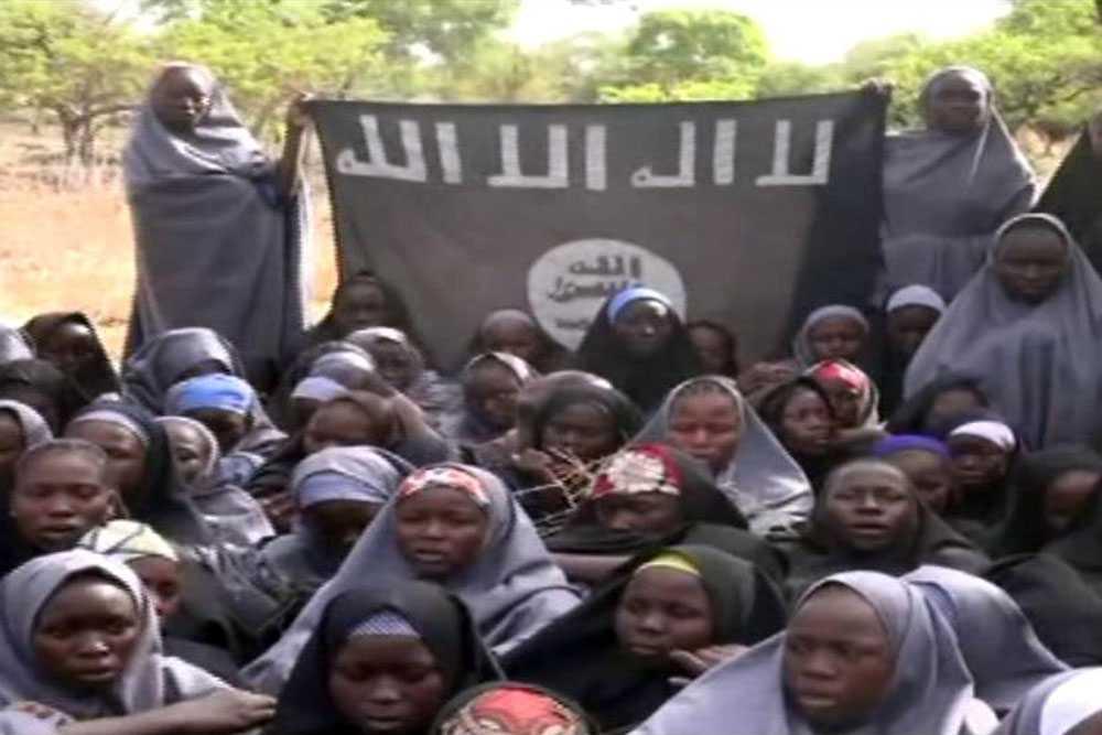 Amerikanska och brittiska experter anlände i fredags i Nigeria för att hjälpa till i sökandet efter flickorna, men än så länge har ingen hittats.