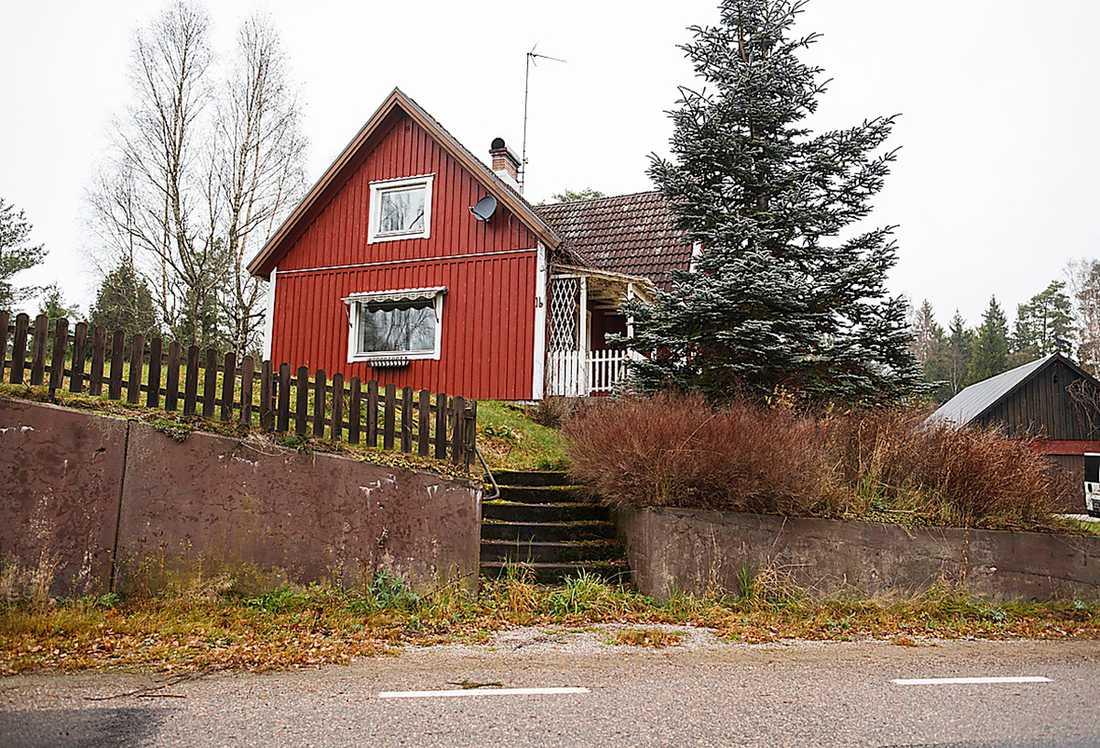 VÄRDE: EN HALV MILJON Elvey Sundquists hus såldes till den danske semesterarrangören Jörgen Sörensen för 490 000 kronor. Enligt Jörgen  Sörensen använder han eller vänner huset ett tiotal gånger om året.