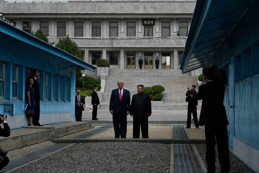 Donald Trump och Kim Jong-Un vid den demilitariserade zonen mellan Nord- och Sydkorea.
