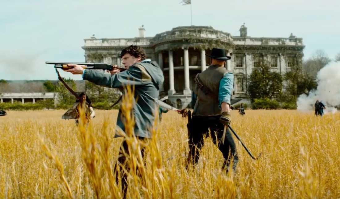 """Jesse Eisenberg och Woody Harrelson i """"Zombieland: Double tap""""."""