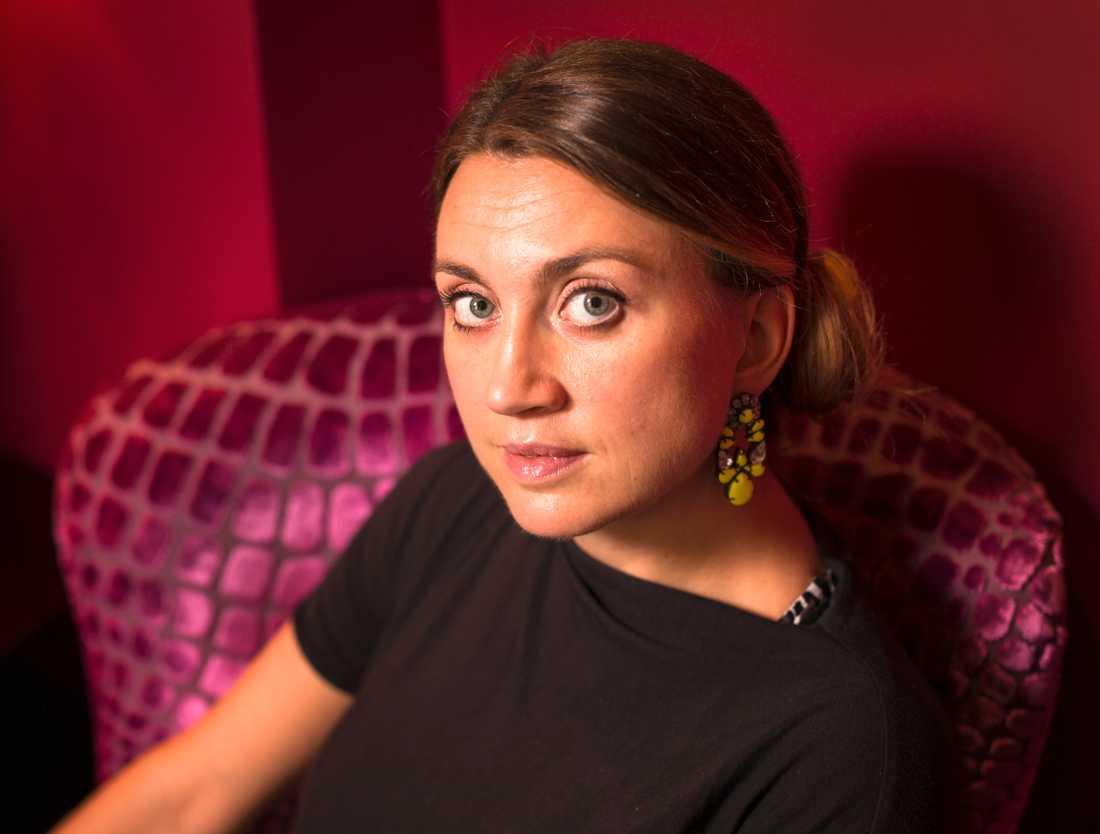 Camilla Läckberg – utan blåtirorna.