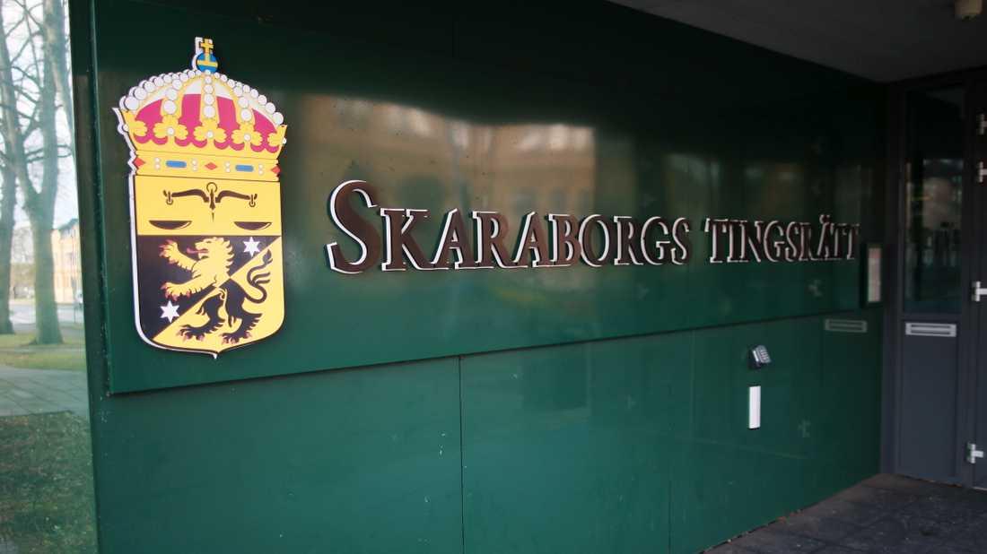 Läkaren som begått sexbrott mot en rad barn ska nu betala skadestånd till ännu ett offer. Men det sjuåriga fängelsestraffet förlängs inte av Skaraborgs tingsrätt. Arkivbild.
