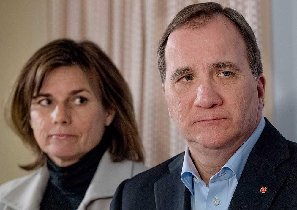 Isabella Lövin (MP), vice statsminister, och Stefan Löfven (S), statsminister, privatsparar i fonder. Men den ena har sparat betydligt mer än den andra.