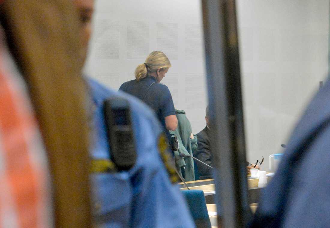 Den misstänkta kvinnan under häktningsförhandlingen.