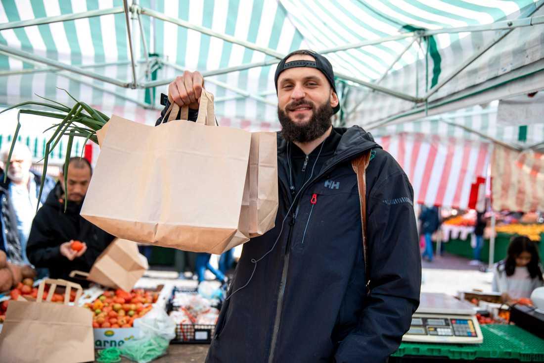 Ahmet Gazic, 27, handlade grönsaker.