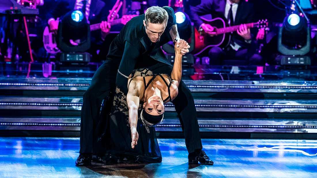 """Kristin Kaspersen och Calle Sterner i """"Let's dance""""."""