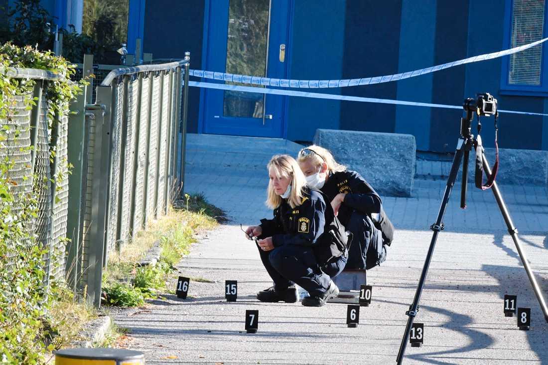 Vittnen slog larm om skrik och skottlossning i Akalla i nordvästra Stockholm.