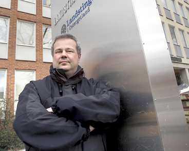 """""""obehagligt"""" Landstingsrådet Paul Håkansson (s) har fått ta emot flera hotbrev. Fyra av dem har han polisanmält. - Min familj och de som jobbar närmast mig tycker att det är väldigt obehagligt, säger Håkansson."""