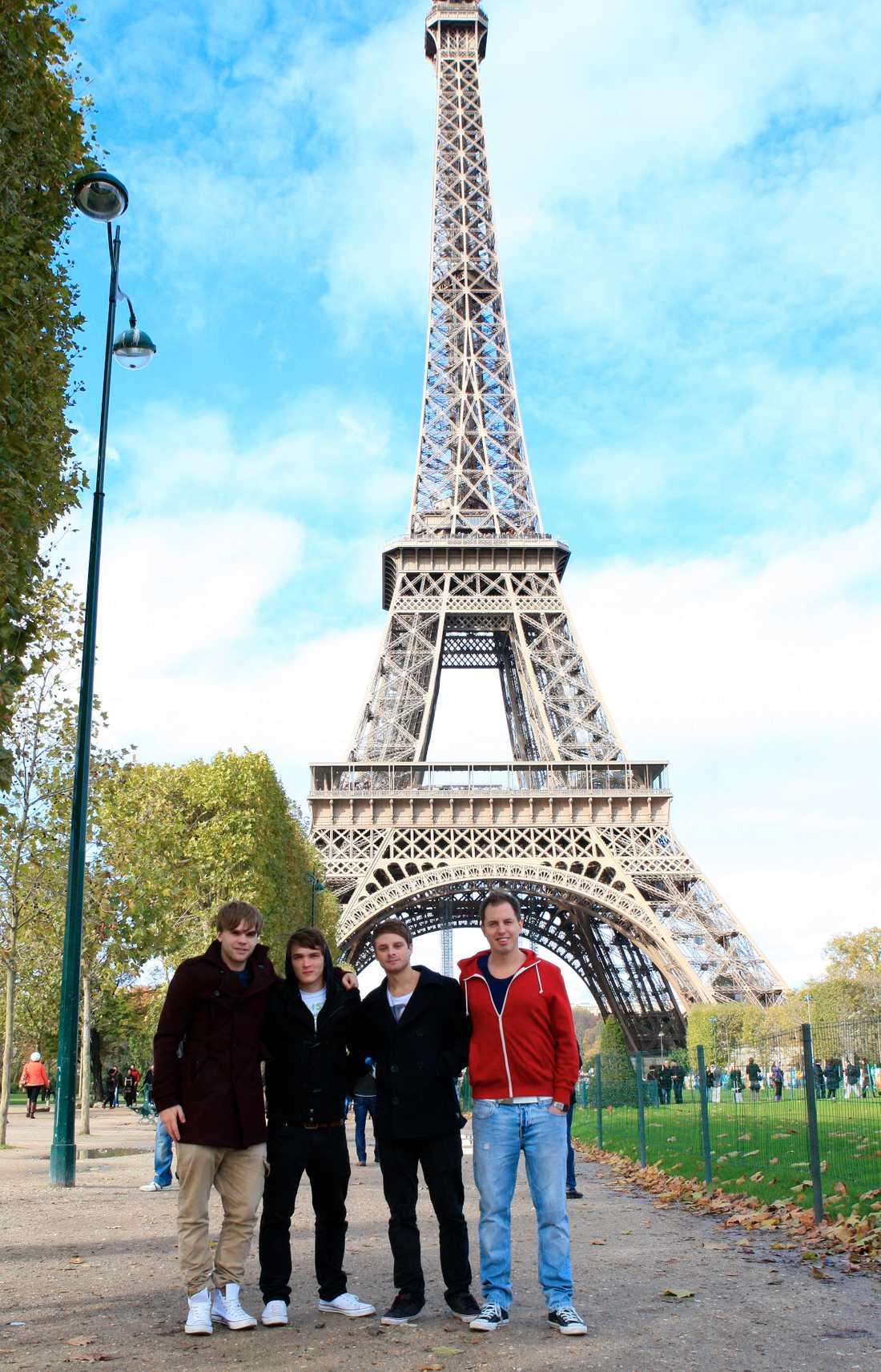 Harry I Paris Att turista är kul tycker Harry och hans vänner