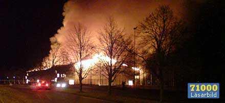 Hela sporthallen i Degerfors övertändes.