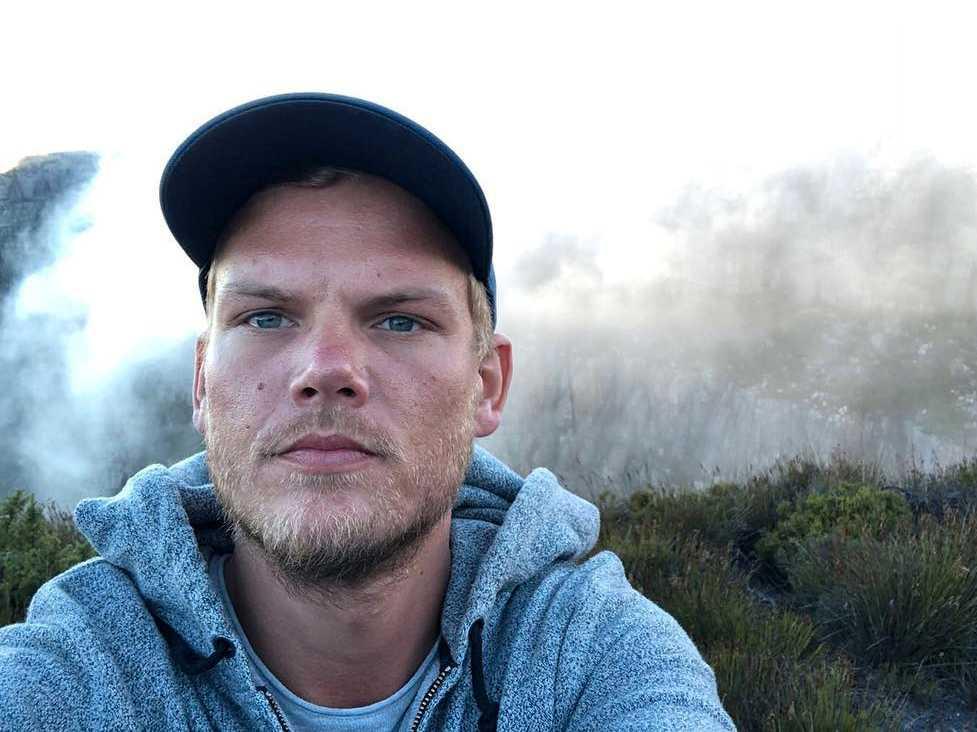 Avicii tar en selfie på Table Mountain i Sydafrika. Inlägget la han upp på sitt officiella Instagramkonto den 11 januari i år.