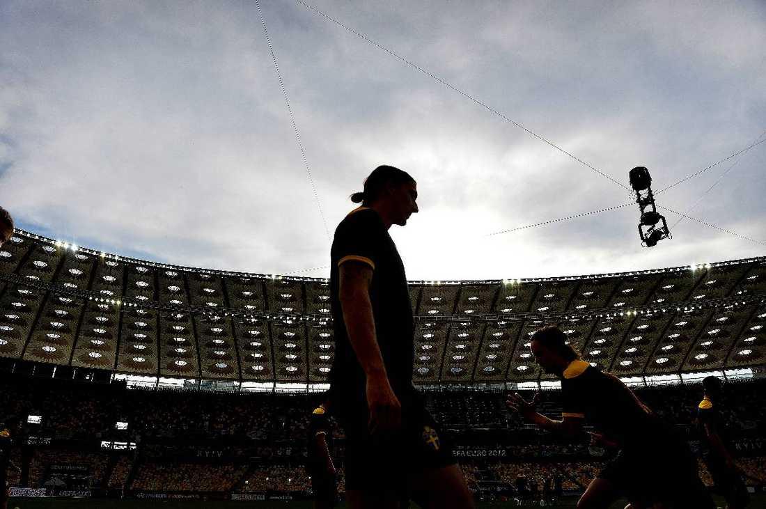 Sveriges härförare och lagkapten Zlatan Ibrahimovic ska leda truppen i kväll.Foto