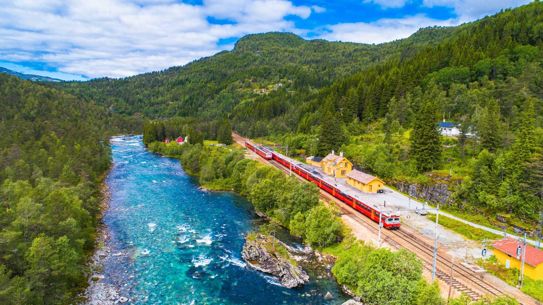 Njut av en storslagen natur i Norge.