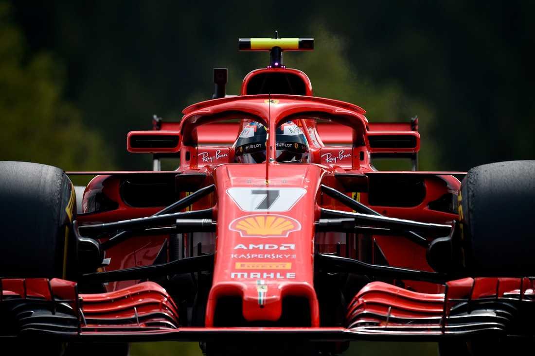 Ferrari rusar ut ur sommaruppehållet.