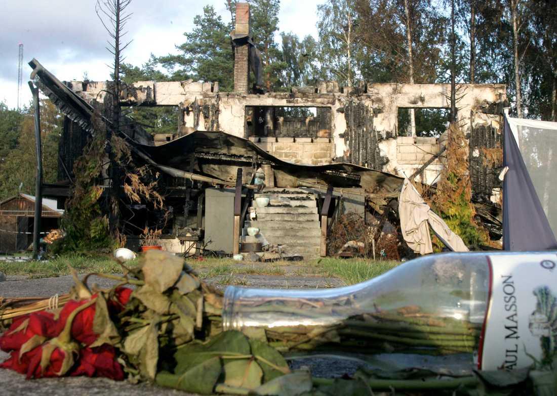 Branden där paret omkom misstänks vara anlagd.