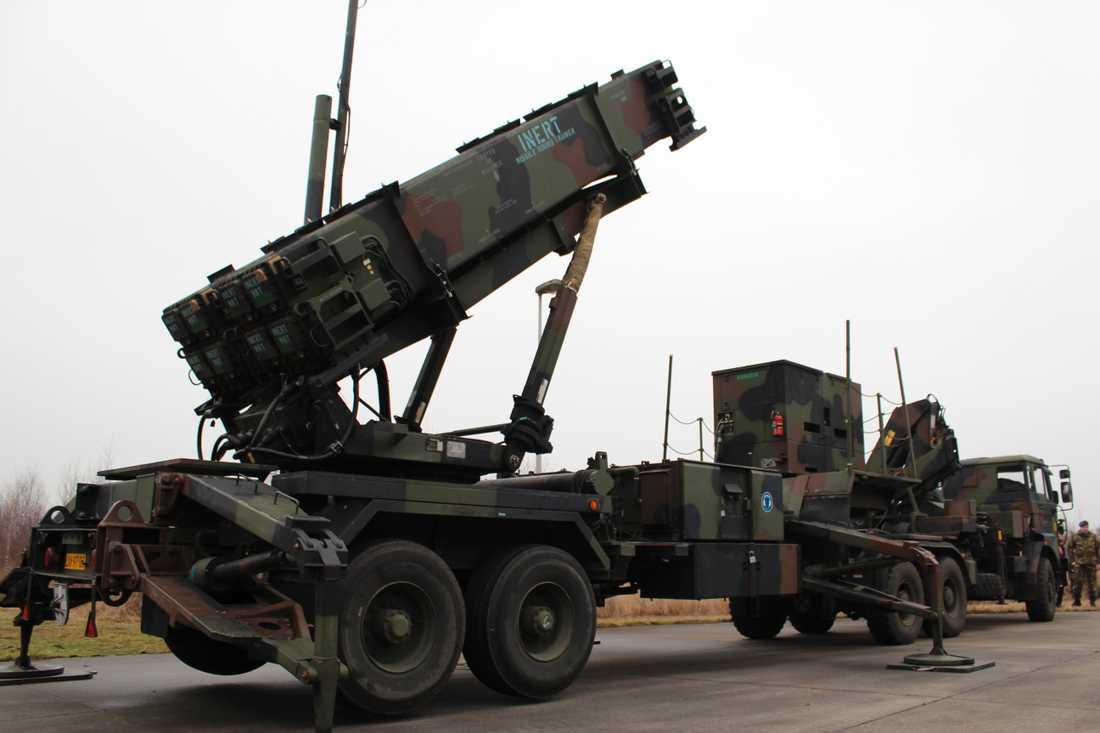 Sverige vill köpa amerikanska luftvärnssystemet Patriot. Här militärfordon lastade med Patriot-batterier i Nederländerna. Arkivbild.