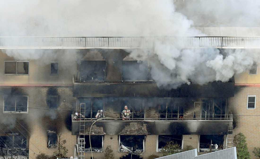 Brandkåren bekämpar elden i Kyoto.