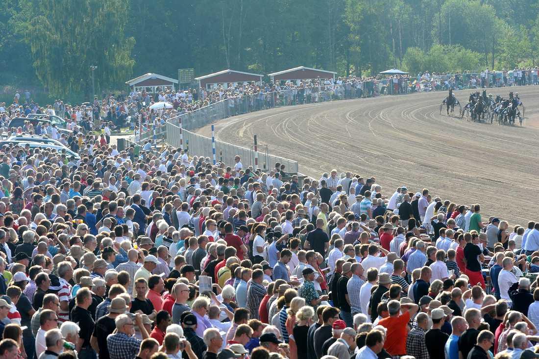 Halmstadtravet brukar locka mellan 10 till 15 000 åskådare vid sin V75-lördag under Sprintermästar-veckan.
