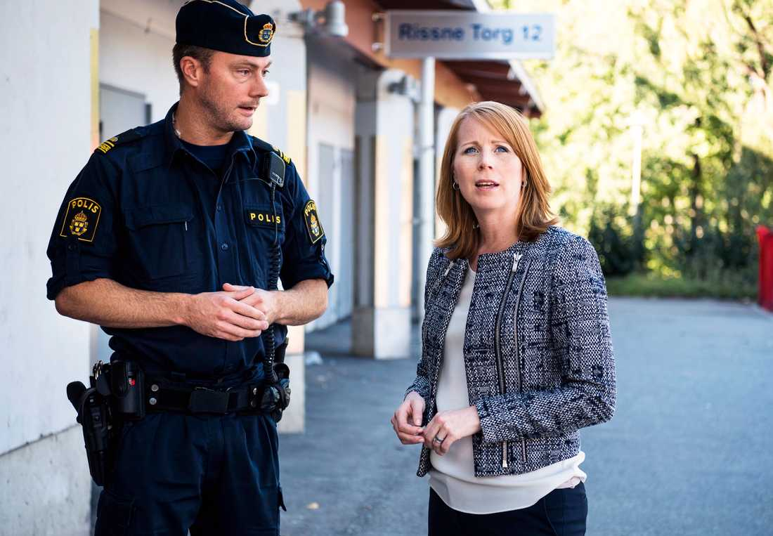 Centerpartiets Annie Lööf besöker Rissne i utanför Stockholm.