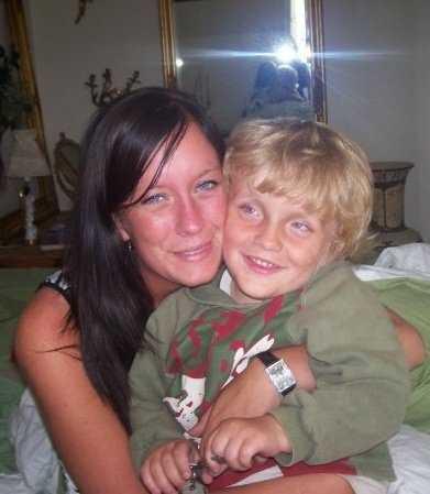 Christopher Pålsson tillsammans med sin mamma Jenny.