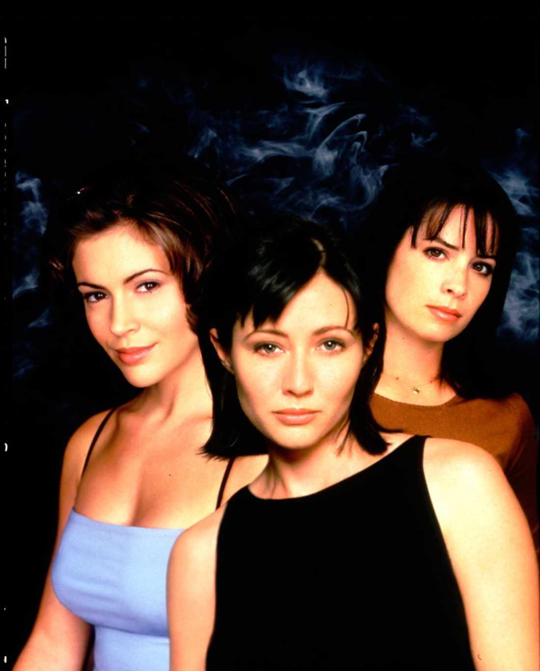 """Shannen Doherty med Alyssa Milano och Holly Marie Combs i tv-serien """"Förhäxad""""."""