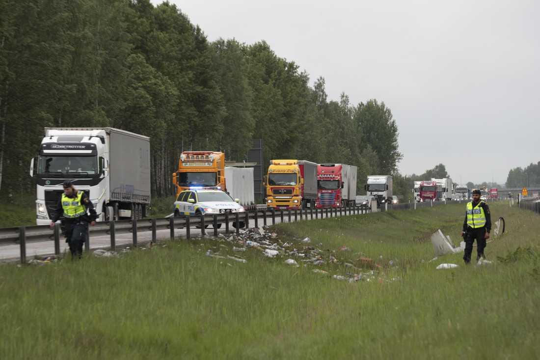 Pallvis med öl orsakade kaos på E20 vid Örebro.