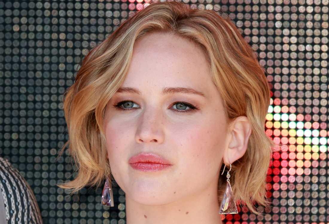 """""""Det här är ingen skandal. Det är ett sexbrott."""" Så bryter Jennifer Lawrence tystnaden om de kapade nakenbilderna. –Jag var så rädd, säger hon till Vanity fair."""