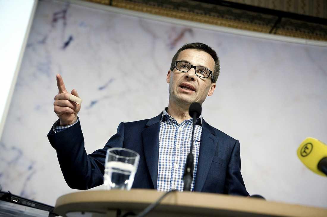 Socialförsäkringsminister Ulf Kristerssons svar på de ökade sjuktalen har mest varit fortsatta analyser och utredningar.
