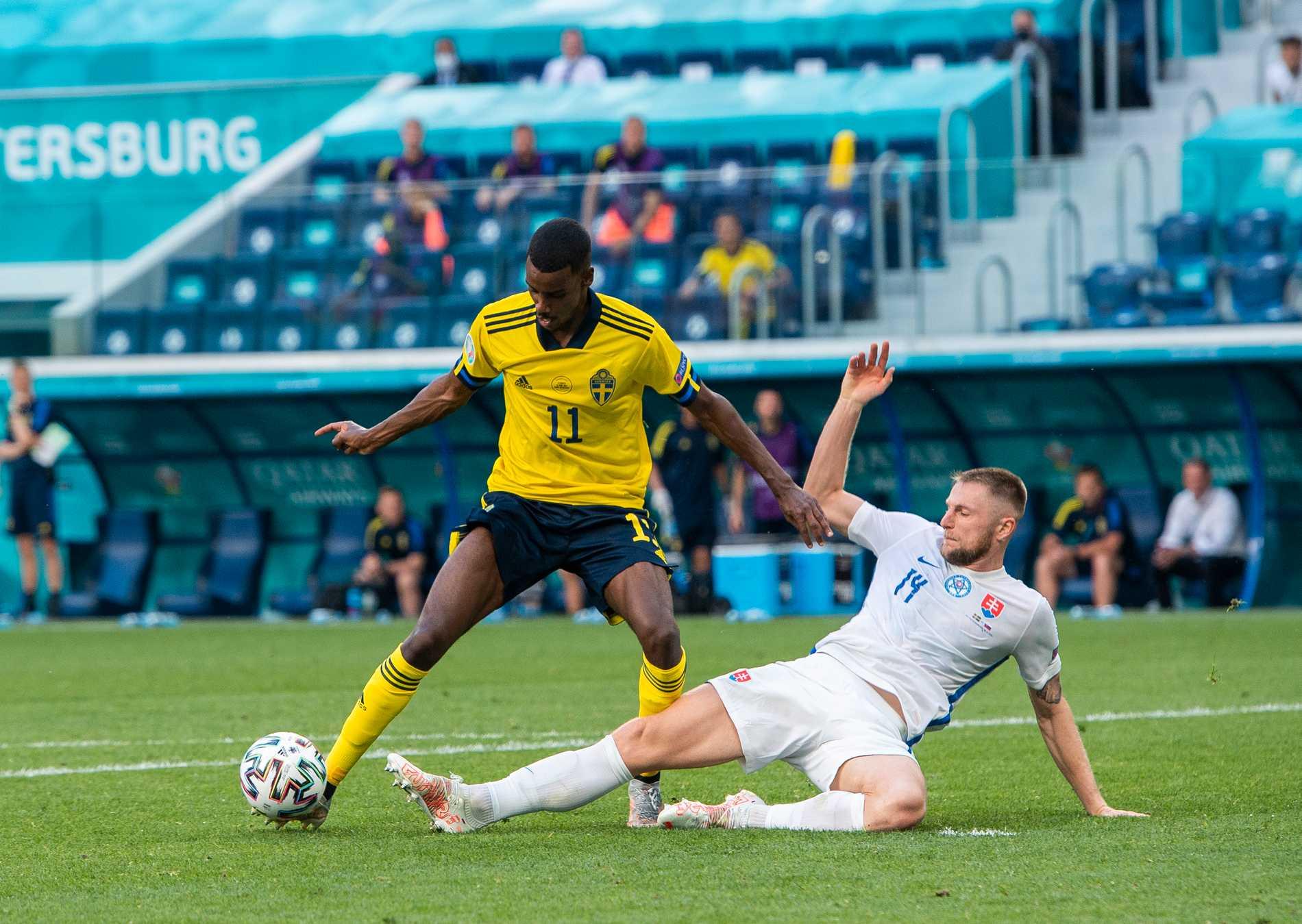 Alexander Isak fick höga betyg i internationell press efter sin insats i Sveriges match mot Slovakien.
