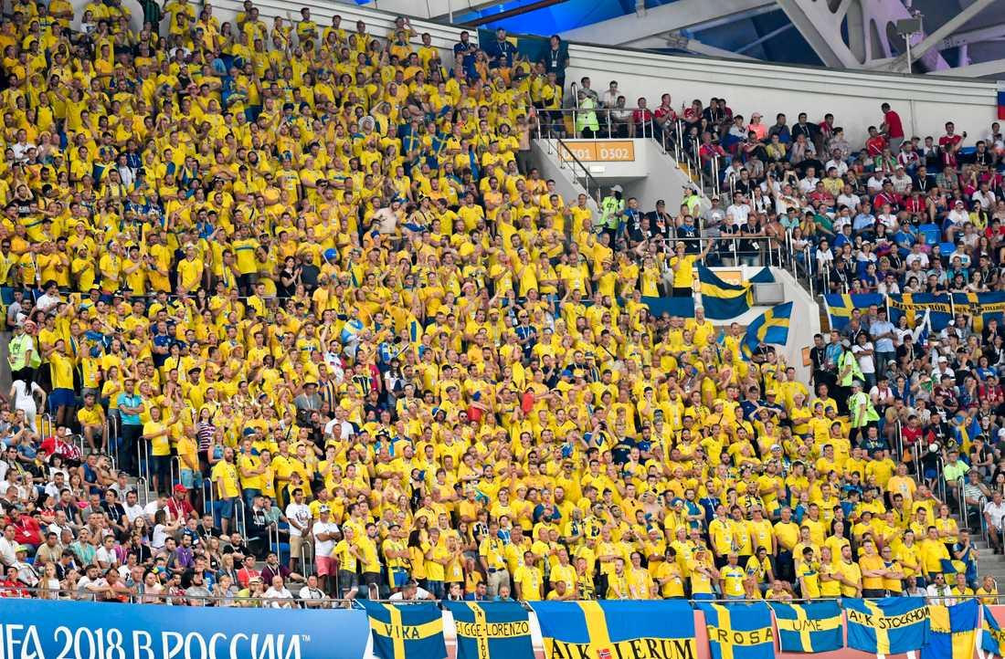 Den gula väggen av svenska fans under fotbolls-VM i Ryssland förra året. Arkivbild.