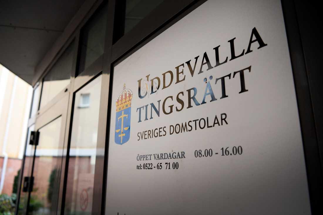Häktningsförhandlingarna hålls i sal 1 på Uddevalla tingsrätt.